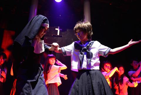 「聖ミカエラ学園漂流記」舞台写真1